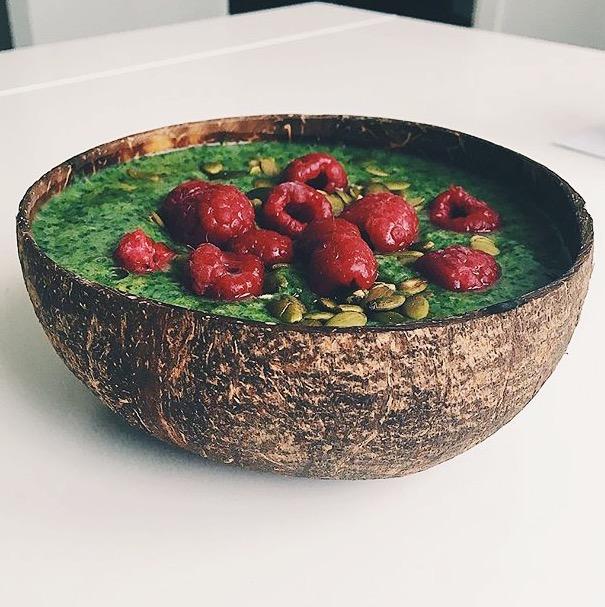 kokosskål - coconut bowls - hallon - smoothie